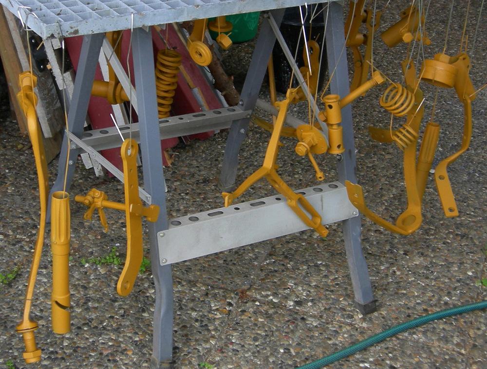 Smådeler til tørk etter grunning, sentralverkstedet til Hydro hadde maskiner til å lage det meste.