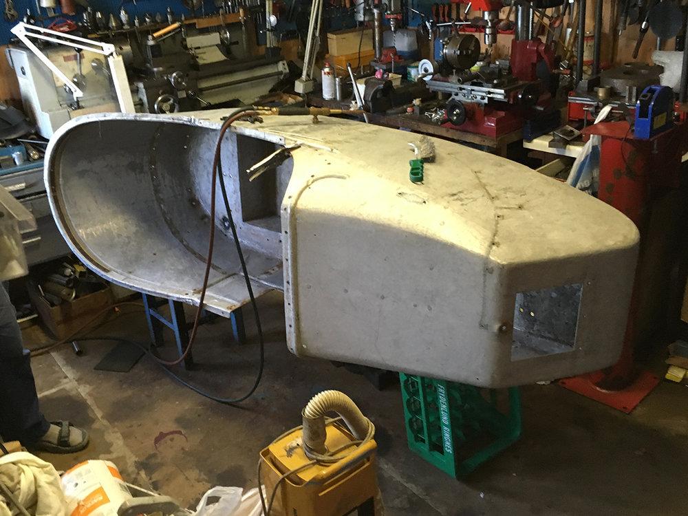 Reparasjon av sidevognskarosseriet 011017.Aluminiumen har klart seg utrolig bra over 95 år, veldig mange av dem stående utendørs! Treverket innvendig er laget nytt og klargjort for montering.