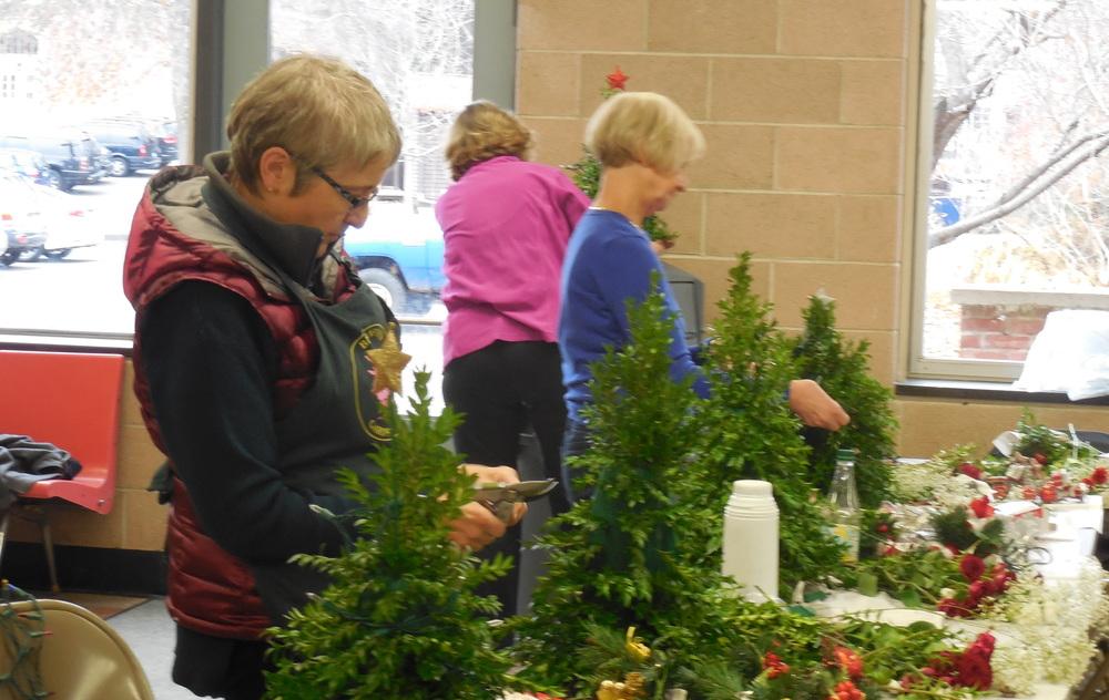 2014 Wreaths23 cr.jpg