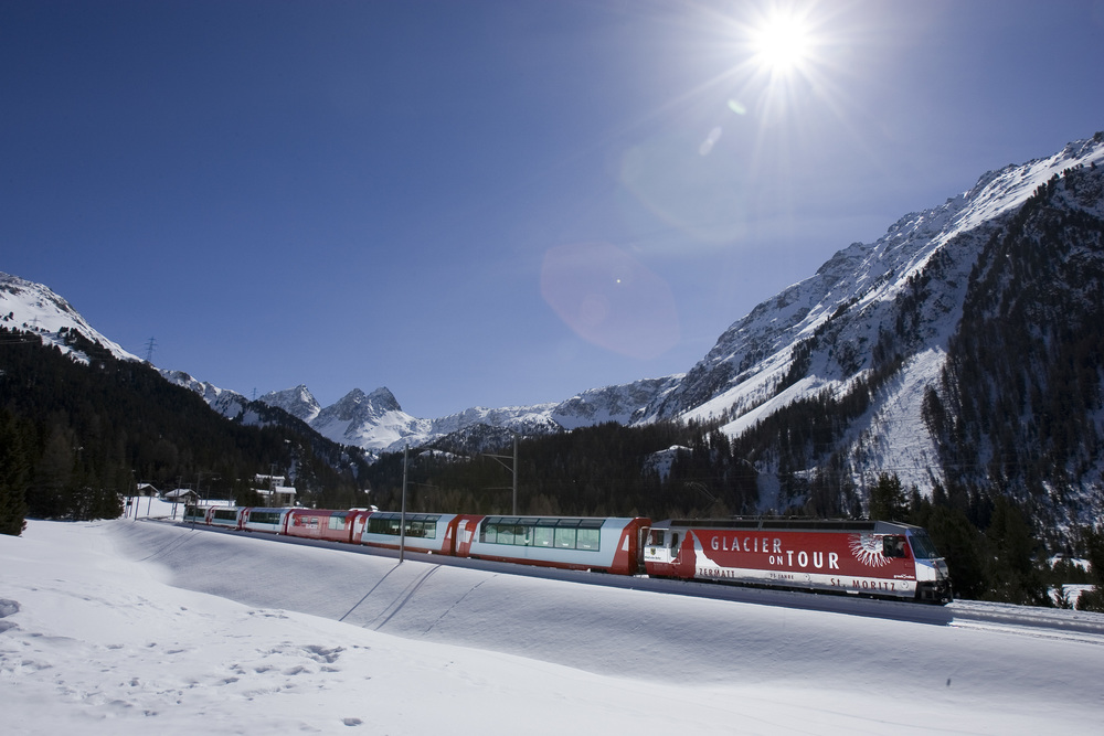 Panoramic train trip on the Glacier Express (© Rhaetische Bahn)