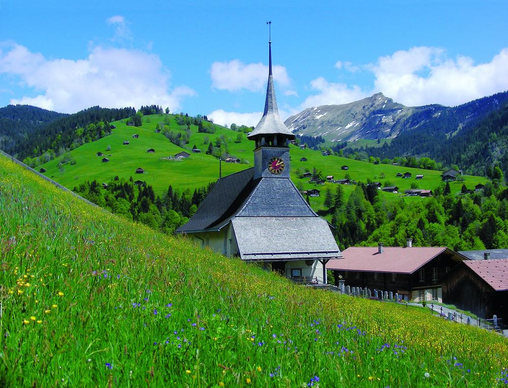 Church of Habkern - a small village high above Interlaken (© Interlaken Tourismus / Ueli Zenger)