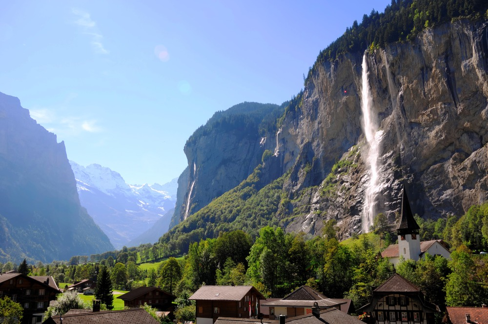 The idyllic village of Lauterbrunnen (© Jungfrau Region / Jost von Allmen)