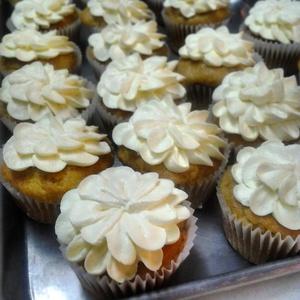 cupcakes_flowersivory.jpg