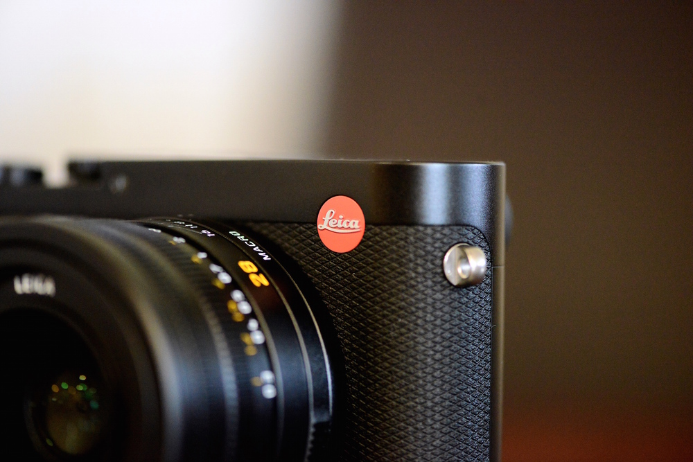 red dot Leica