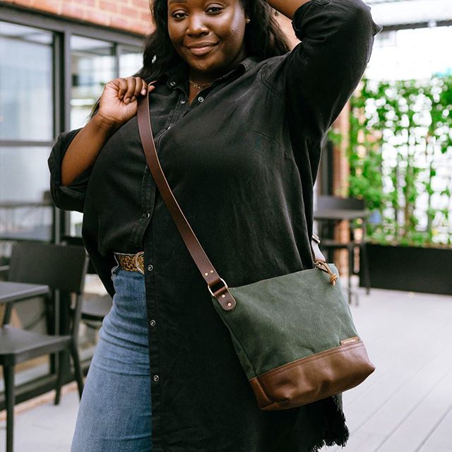 On Monday the new Day Bag will hit the website. If you can't wait that long, swing by the @charmcitycraftmafia Pile Of Craft in Baltimore. We will have this bag along with a bunch of sneak peeks at the new work. 📷by @obimatteo 💃@xomaurissa