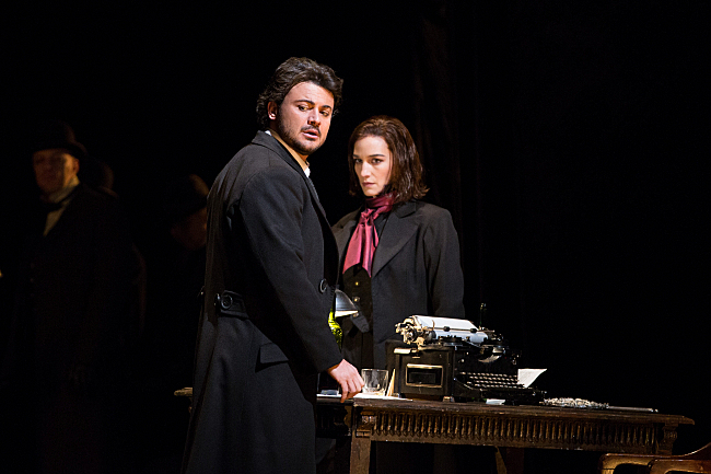 Hoffman and theMuse (Photo:    Marty Sohl | Metropolitan Opera)