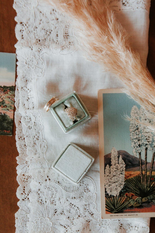 Alicia+lucia+photography+-+albuquerque+wedding+photographer+-+santa+fe+wedding+photography+-+new+mexico+wedding+photographer+-+la+fonda+wedding+-+la+fonda+winter+wedding_0013.jpg