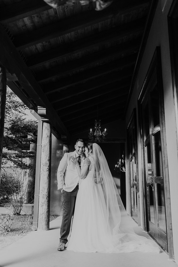 Alicia+lucia+photography+-+albuquerque+wedding+photographer+-+santa+fe+wedding+photography+-+new+mexico+wedding+photographer+-+taos+new+mexico+-+taos+wedding+-+el+monte+sagrado+wedding+-+winter+wedding_0093.jpg