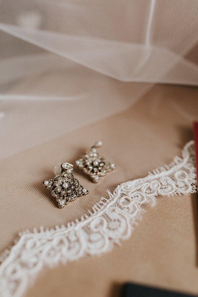 Alicia+lucia+photography+-+albuquerque+wedding+photographer+-+santa+fe+wedding+photography+-+new+mexico+wedding+photographer+-+new+mexico+wedding+-+santa+fe+wedding+-+albuquerque+wedding+-+bridal+accessories_0008.jpg