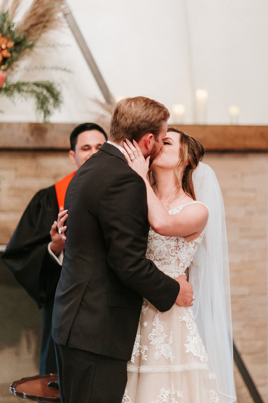 Alicia+lucia+photography+-+albuquerque+wedding+photographer+-+santa+fe+wedding+photography+-+new+mexico+wedding+photographer+-+new+mexico+wedding+-+albuquerque+wedding+-+santa+fe+wedding+-+wedding+kisses+-+wedding+first+kisses_0012.jpg