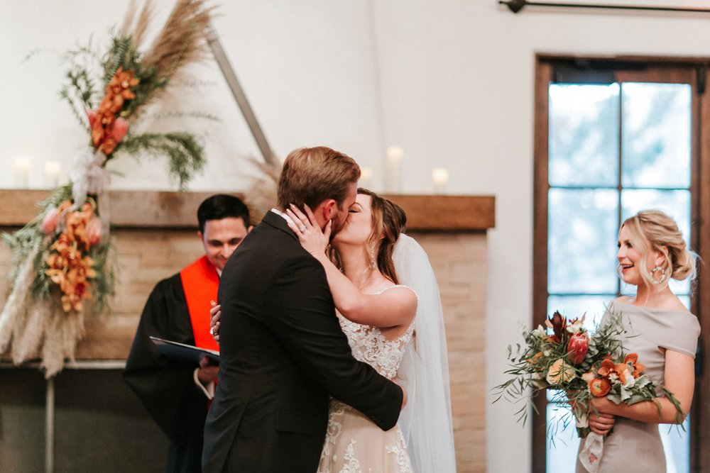 Alicia+lucia+photography+-+albuquerque+wedding+photographer+-+santa+fe+wedding+photography+-+new+mexico+wedding+photographer+-+new+mexico+wedding+-+albuquerque+wedding+-+santa+fe+wedding+-+wedding+kisses+-+wedding+first+kisses_0013.jpg