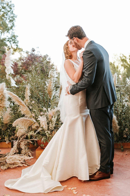 Alicia+lucia+photography+-+albuquerque+wedding+photographer+-+santa+fe+wedding+photography+-+new+mexico+wedding+photographer+-+new+mexico+wedding+-+albuquerque+wedding+-+santa+fe+wedding+-+wedding+kisses+-+wedding+first+kisses_0021.jpg