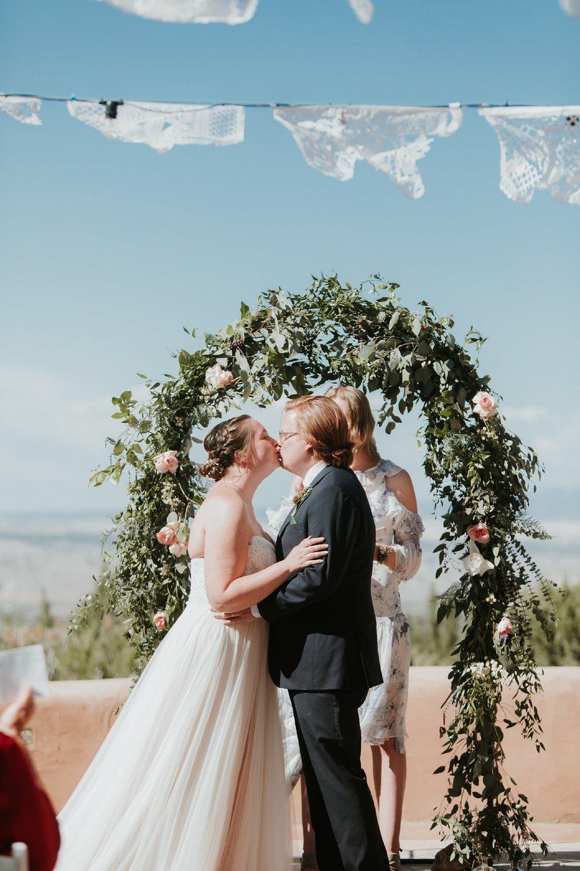 Alicia+lucia+photography+-+albuquerque+wedding+photographer+-+santa+fe+wedding+photography+-+new+mexico+wedding+photographer+-+new+mexico+wedding+-+albuquerque+wedding+-+santa+fe+wedding+-+wedding+kisses+-+wedding+first+kisses_0047.jpg