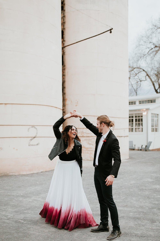 Alicia+lucia+photography+-+albuquerque+wedding+photographer+-+santa+fe+wedding+photography+-+new+mexico+wedding+photographer+-+albuquerque+wedding+-+santa+fe+wedding+-+wedding+gowns+-+non+traditional+wedding+gowns_0022.jpg