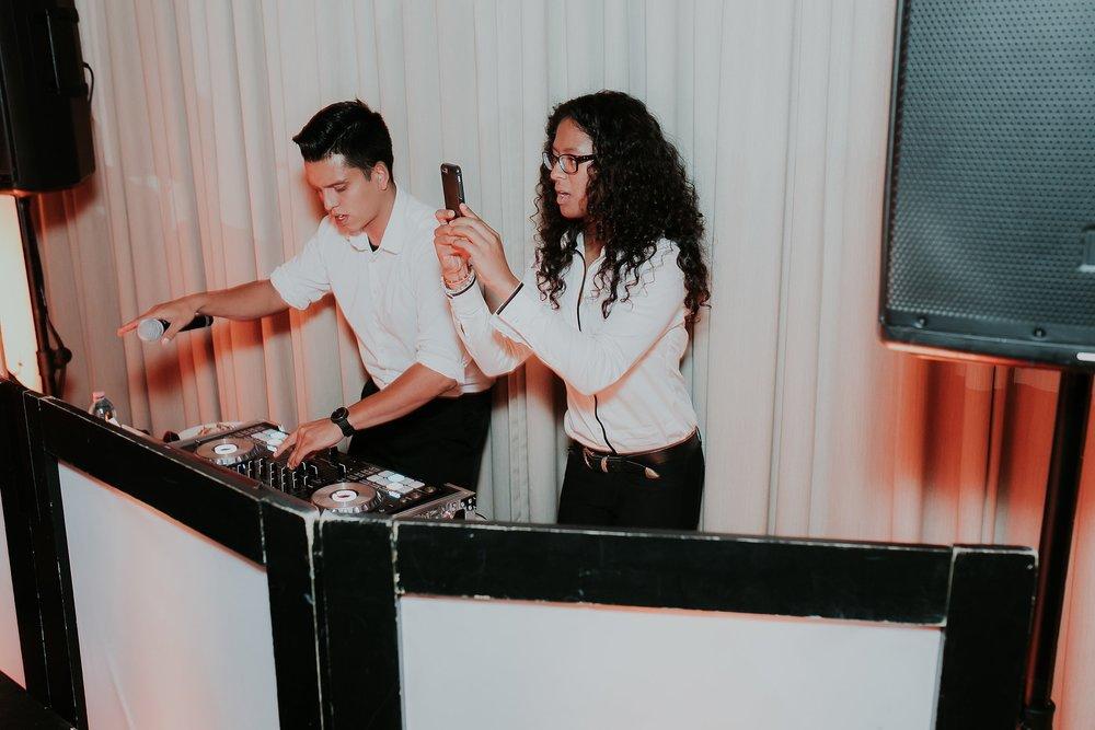 Alicia+lucia+photography+-+albuquerque+wedding+photographer+-+santa+fe+wedding+photography+-+new+mexico+wedding+photographer+-+new+mexico+wedding+dj+-+new+mexico+wedding+band+-+wedding+music_0028.jpg
