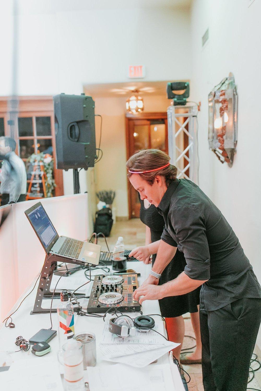 Alicia+lucia+photography+-+albuquerque+wedding+photographer+-+santa+fe+wedding+photography+-+new+mexico+wedding+photographer+-+new+mexico+wedding+dj+-+new+mexico+wedding+band+-+wedding+music_0041.jpg