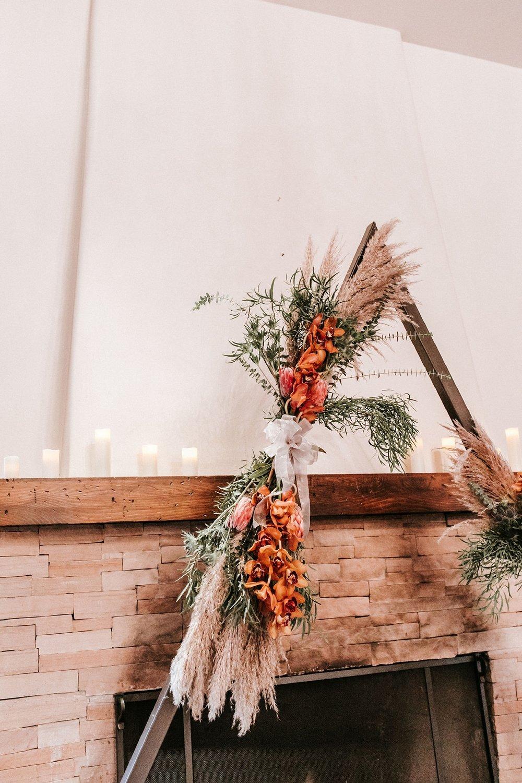 Alicia+lucia+photography+-+albuquerque+wedding+photographer+-+santa+fe+wedding+photography+-+new+mexico+wedding+photographer+-+wedding+ceremony+-+wedding+alter+-+floral+alter_0002.jpg