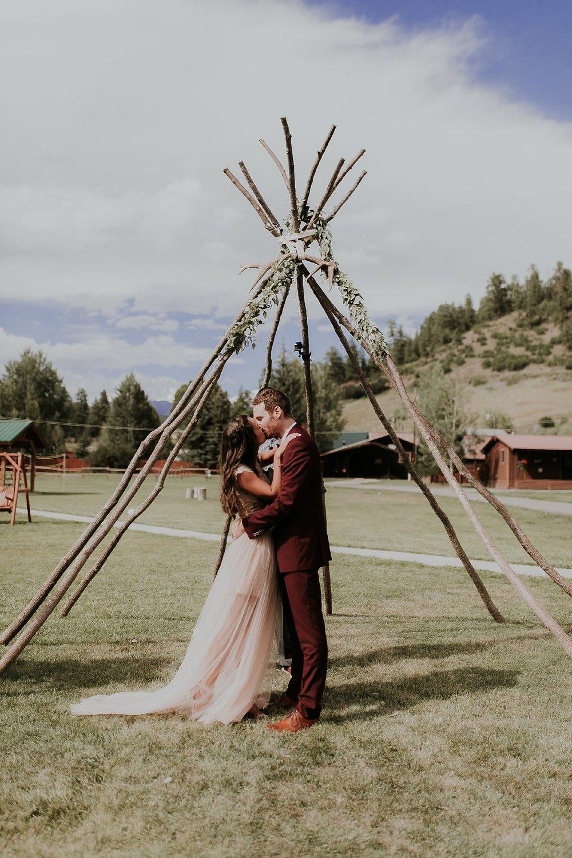 Alicia+lucia+photography+-+albuquerque+wedding+photographer+-+santa+fe+wedding+photography+-+new+mexico+wedding+photographer+-+wedding+ceremony+-+wedding+alter+-+floral+alter_0040.jpg