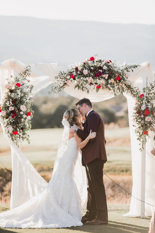 Alicia+lucia+photography+-+albuquerque+wedding+photographer+-+santa+fe+wedding+photography+-+new+mexico+wedding+photographer+-+wedding+ceremony+-+wedding+alter+-+floral+alter_0050.jpg