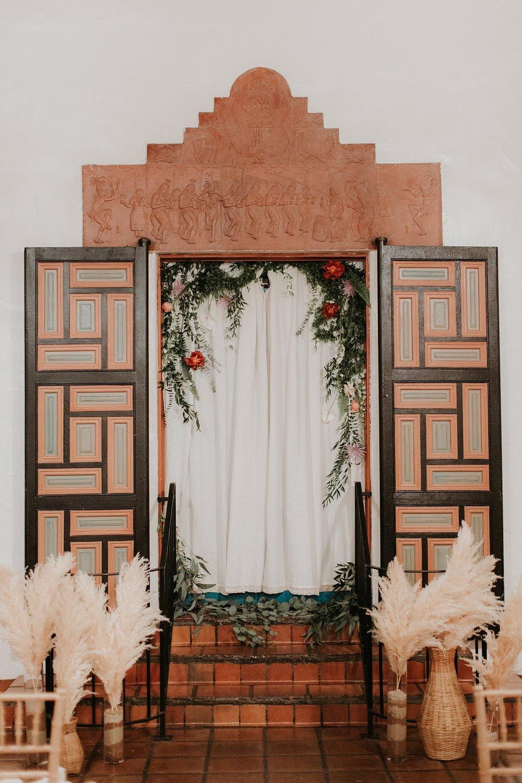 Alicia+lucia+photography+-+albuquerque+wedding+photographer+-+santa+fe+wedding+photography+-+new+mexico+wedding+photographer+-+wedding+ceremony+-+wedding+alter+-+floral+alter_0058.jpg