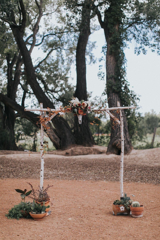 Alicia+lucia+photography+-+albuquerque+wedding+photographer+-+santa+fe+wedding+photography+-+new+mexico+wedding+photographer+-+wedding+ceremony+-+wedding+alter+-+floral+alter_0072.jpg