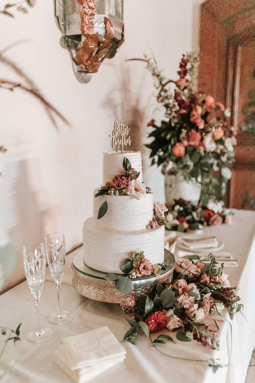 Alicia+lucia+photography+-+albuquerque+wedding+photographer+-+santa+fe+wedding+photography+-+new+mexico+wedding+photographer+-+wedding+reception+-+wedding+cake+-+wedding+sweets+-+maggies+cakes_0016.jpg