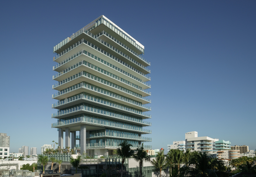 Rene Gonzales Architect / Glass Residential Tower