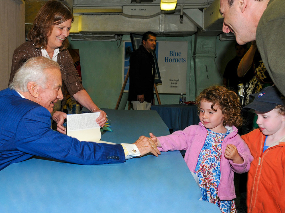 Buzz Aldrin meets the Yanowitch twins at Splashdown 2009 | Photo by Susan Wood