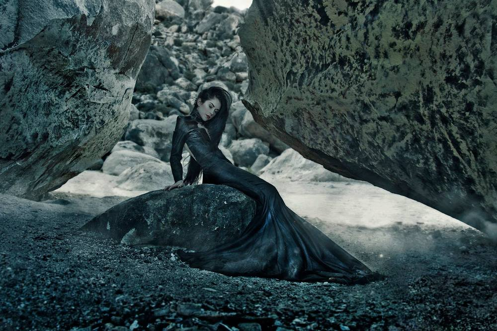 Desert Mermaid | Musical Artist & Songwriter Roniit wears Michelle Hébert. Captured by Enigme Studio