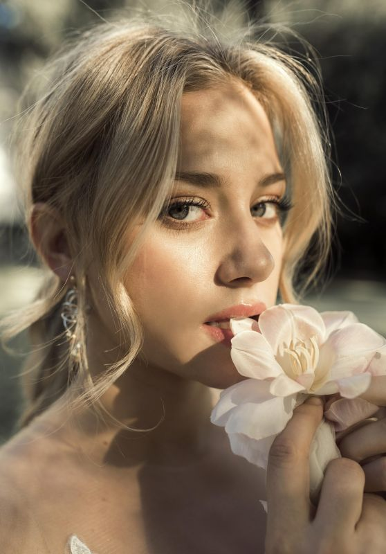lili-reinhart-photoshoot-for-pulse-spikes-winter-2018-12_thumbnail.jpg