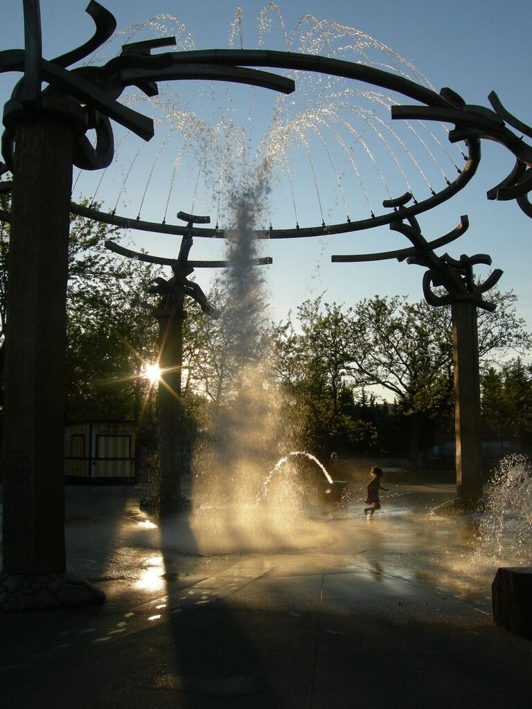 Fountain Dance 2_photo by shannon black.jpg