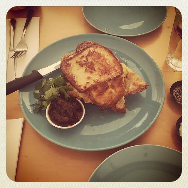 Breakfast w/ Aioli 😍 wb guys! @alinta_lim @orbitalkai #newtown #breakfast #cafe #instafood #foodporn