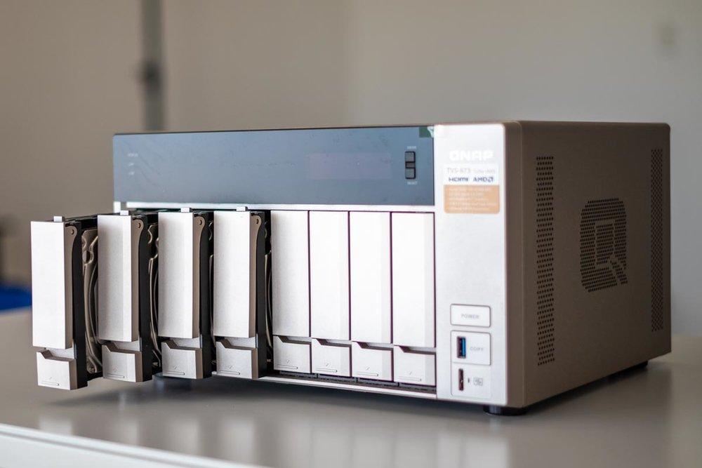 QNAP-TVS-873-2.jpg