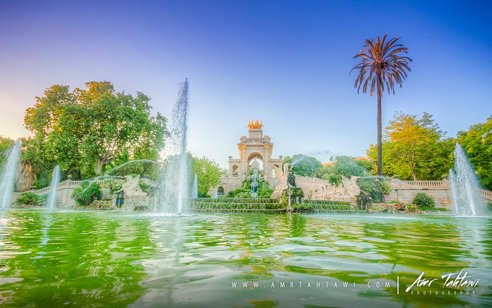 The huge fountain pool of Parc de la Ciutadella.