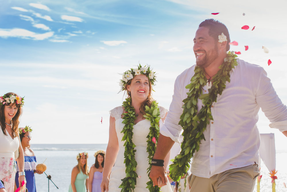 Beach wedding Cook Islands confetti
