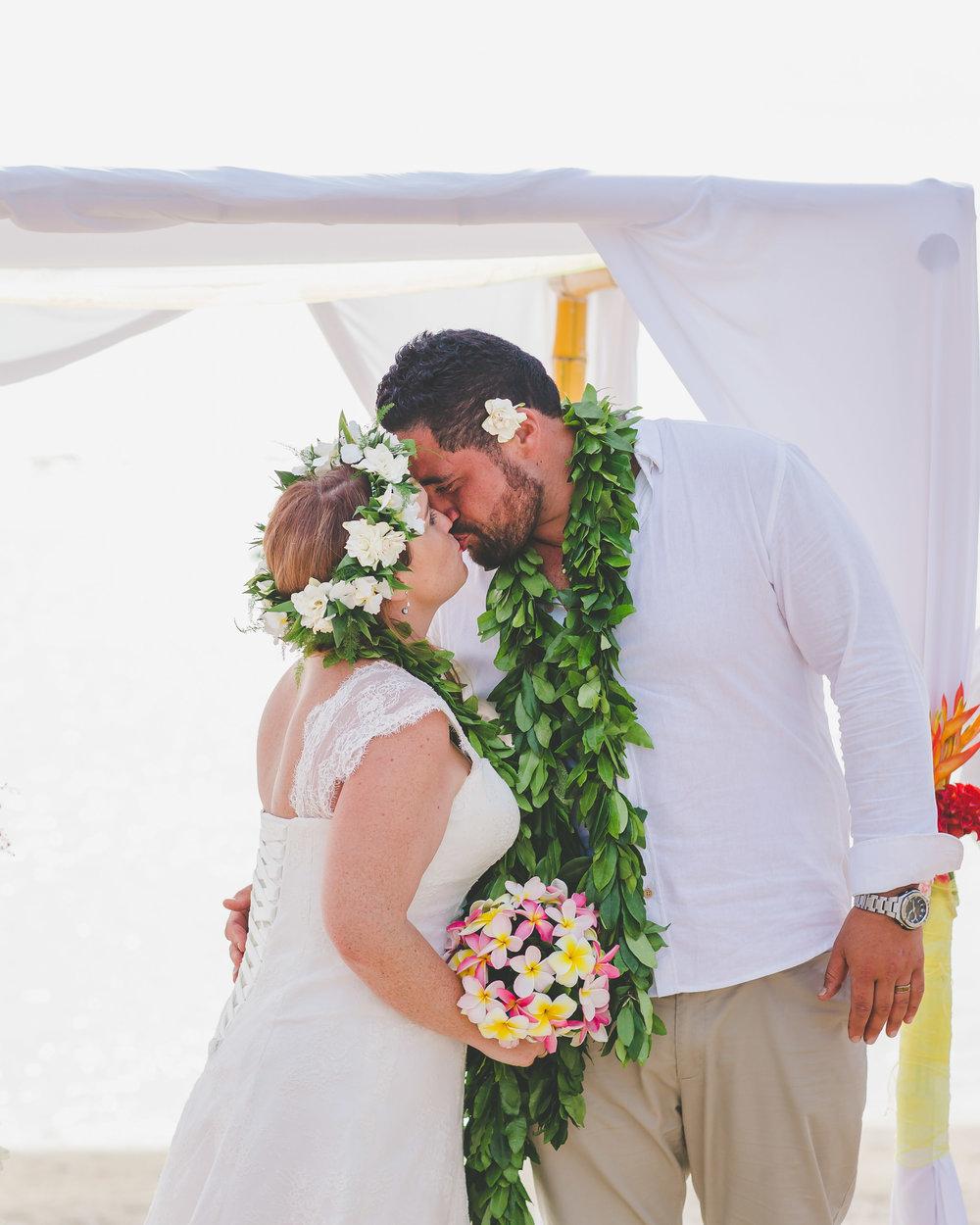 Wedding kiss Beach wedding Cook Islands