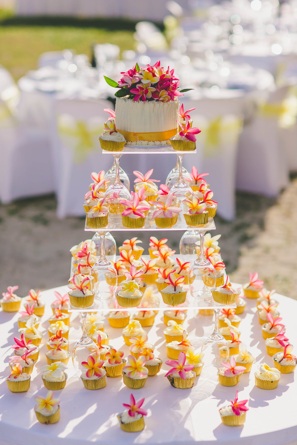 rarotonga tropical wedding cupcakes