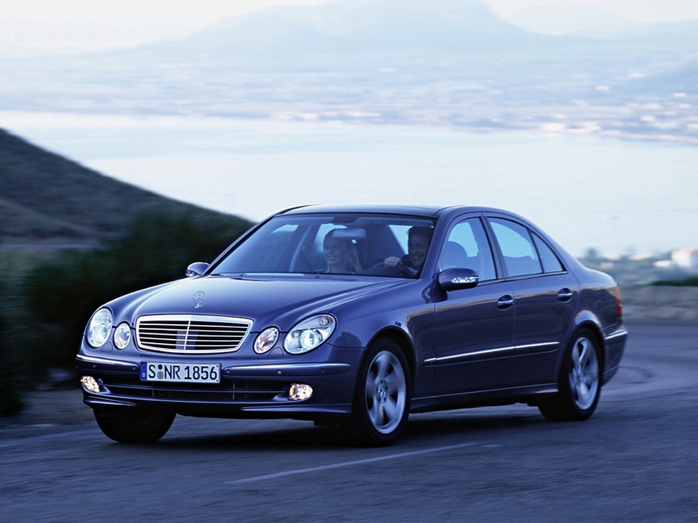 beautiful but horrible 2003 2005 mercedes benz w211 e class clunkerture. Black Bedroom Furniture Sets. Home Design Ideas