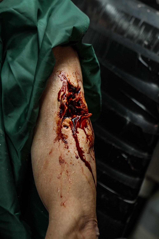 Bloody Arm - Steve Johnson, Bruna Nogueira, Chris Pitman - Kyle Rea Photography - SFX Special Effects