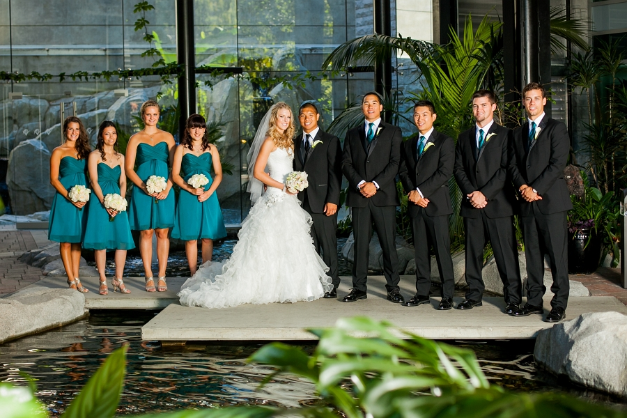 That is one good looking bridal party!