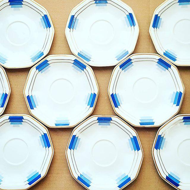 Sous-tasses service a thé en porcelaine de Limoges #graphique #porcelaine #limoges #vintage #bleu #chine #china #porcelain #teatime #tea #pattern #grafic #blue #vintageshop #vintagestyle #tabletop