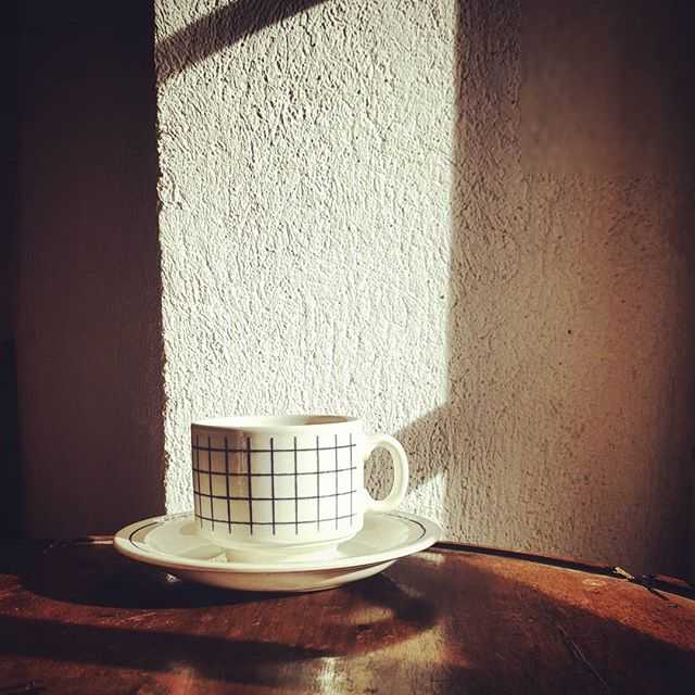 Instant café  #vintage #vintageshop #vintagestyle #coffee #cup #coffeecup #artsdelatable #tableware #ceramics #ceramic #sun #interior #interiordesign #chine #interiorstyle #brocante #limousin #slow #china