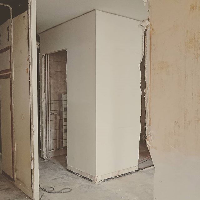 Démolition... . . . #paris #parisxx #archidaily #archi #architecture #igersarchitecture #workinprogress #travaux #interiordesign #interior #intereur #deco #decor #decoration #design #appart