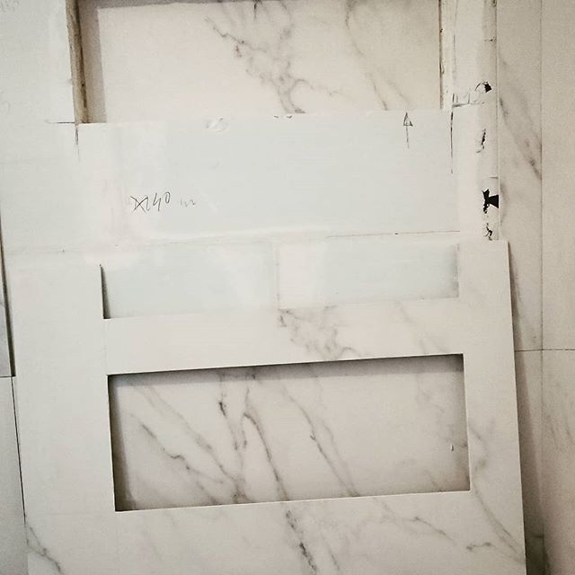 Sur Mesure... . . . . . #decoupe #savoirfaire #travaux #salledebain #workinprogress #marbre #marble #work #interior #interiors #interiordesign #deco #decoration #decor #design #ceramics #ceramica #carrelage #cut #obras #marfil #paris #paris20 #parisxx #pyr