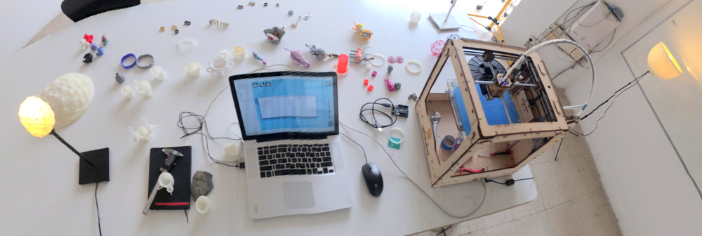 designer, working with robots, crafts and code to make unique products and custom projects - 🤘