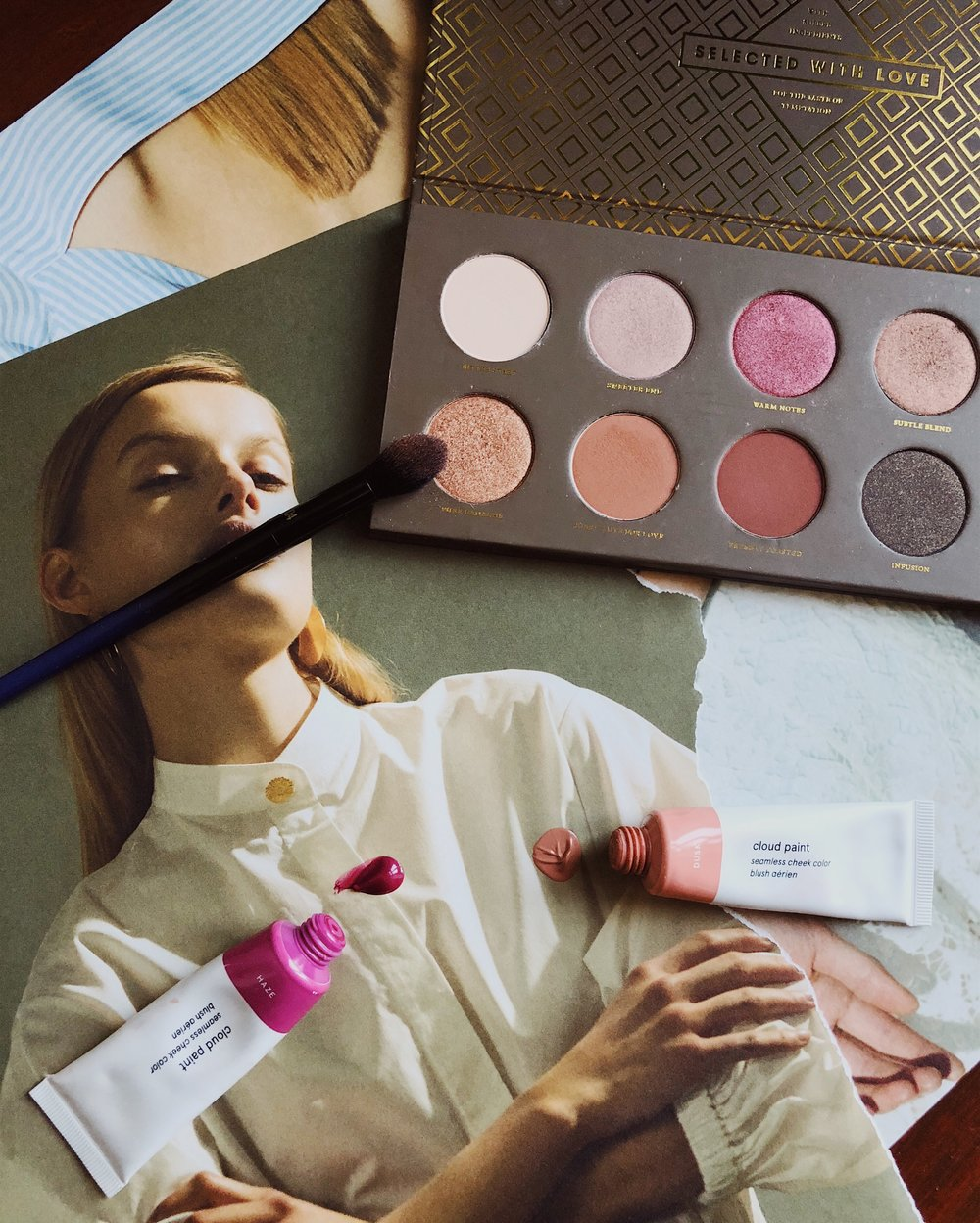 Glossier Cloud Paint Seamless Cheek Colour in Haze, Real Techniques PowderBleu Brush B04, Zoeva Cocoa Blend Eyeshadow Palette, Glossier Cloud Paint Seamless Cheek Colour in Dusk
