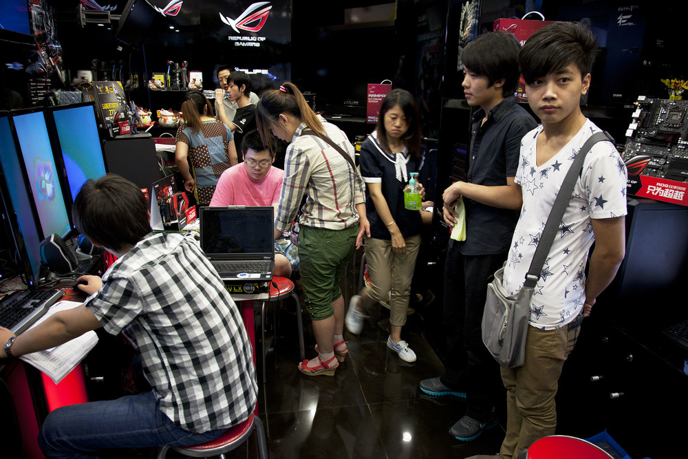 Computer game geeks inside e-plaza digital square shopping mall at Zhongguancun.