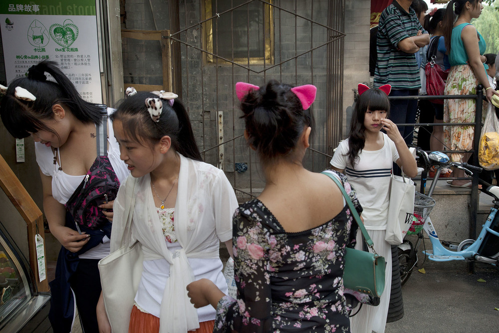 Group of girls wearing cat ears in the Shichahai area.