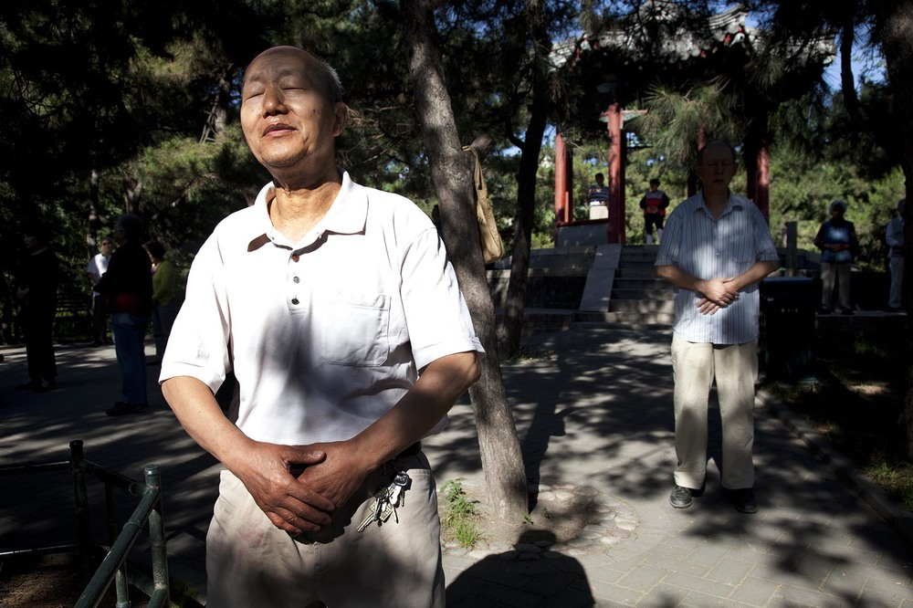 People take their morning exercise of tai chi in Zizhuyuan Park.