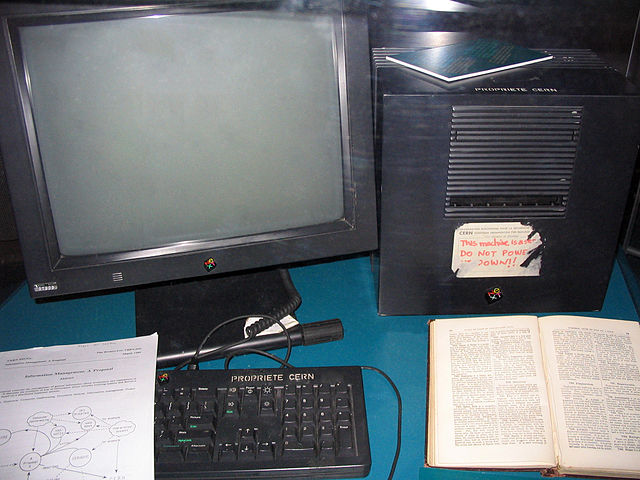 This NeXt Computer was used by Berners-Lee at CERN and became the world's first web server. Coolcaesar at the English language Wikipedia [GFDL (http://www.gnu.org/copyleft/fdl.html) or CC-BY-SA-3.0 (http://creativecommons.org/licenses/by-sa/3.0/)], via Wikimedia Commons